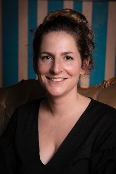 Clémence Chardon, manager, communication et diffusion du Grand i Théâtre